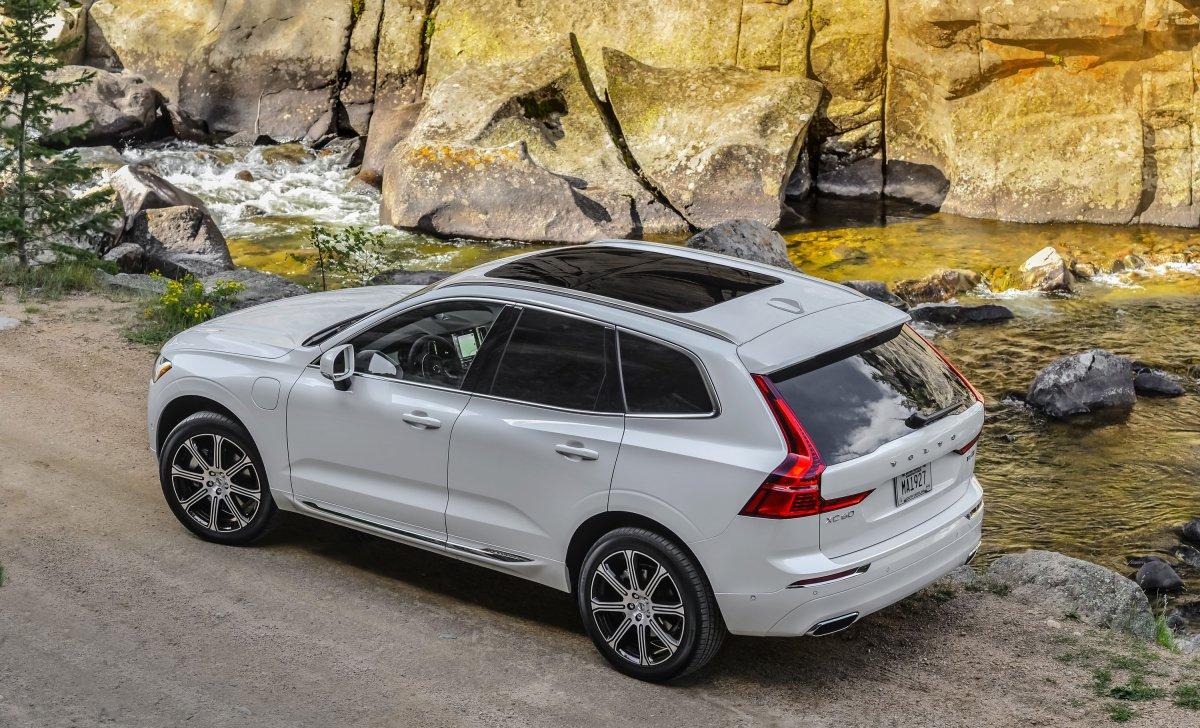 2018 Volvo - car insurance for S6 and V60 - white