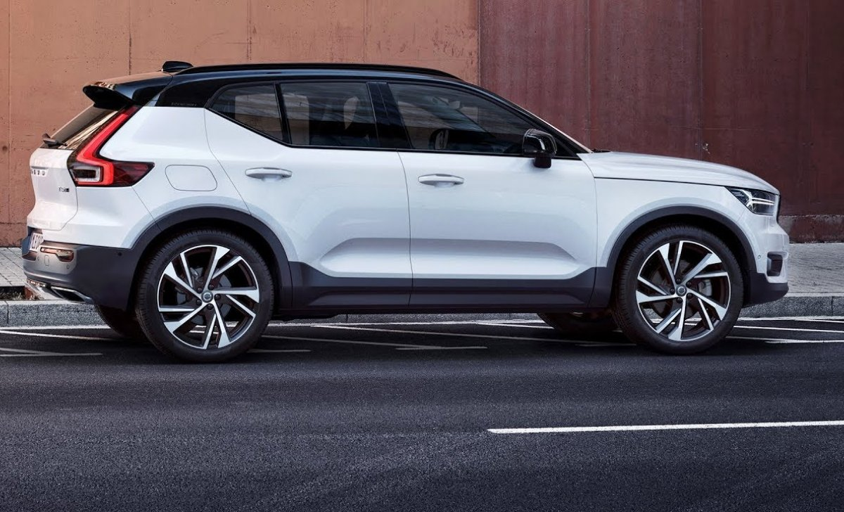 2018 Volvo - car insurance for XC-40 white color side look, photo