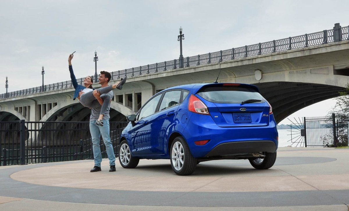 Car insurance for Ford Fiesta 2018 - blue color parking
