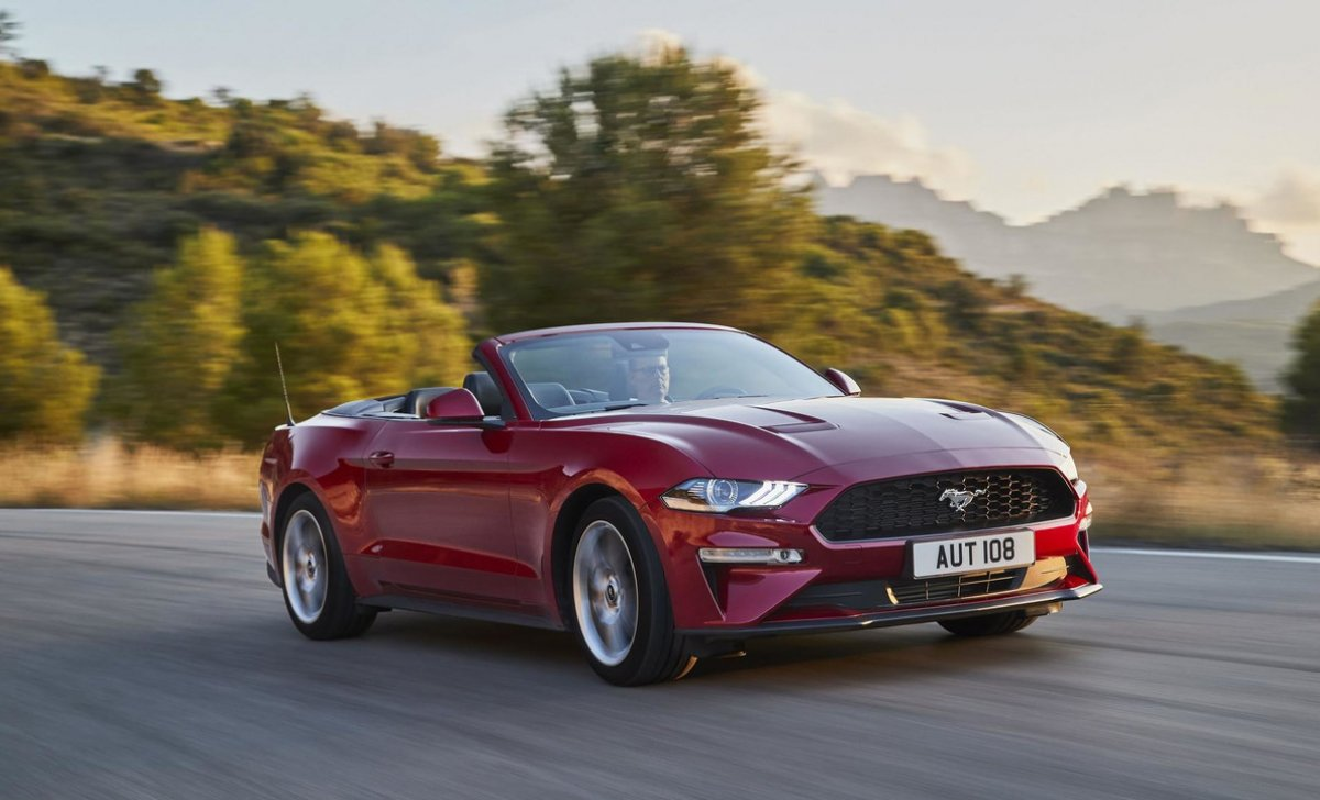 2018 ford mustang car insurance front view