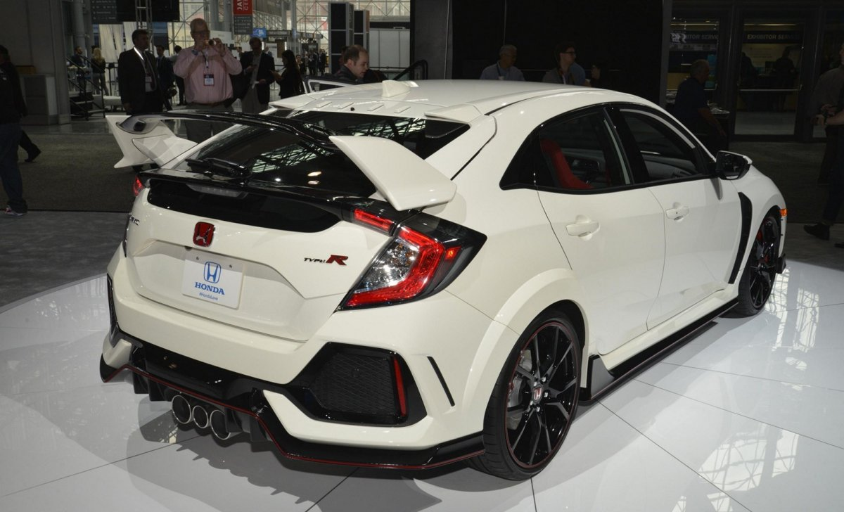 Honda Civic 2018 - car insurance - sport tour, white color