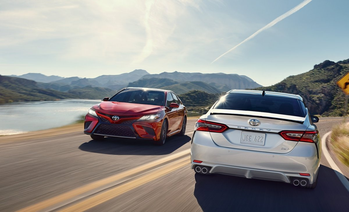 Toyota Camry 2018 - car insurance - white + red color of Camry