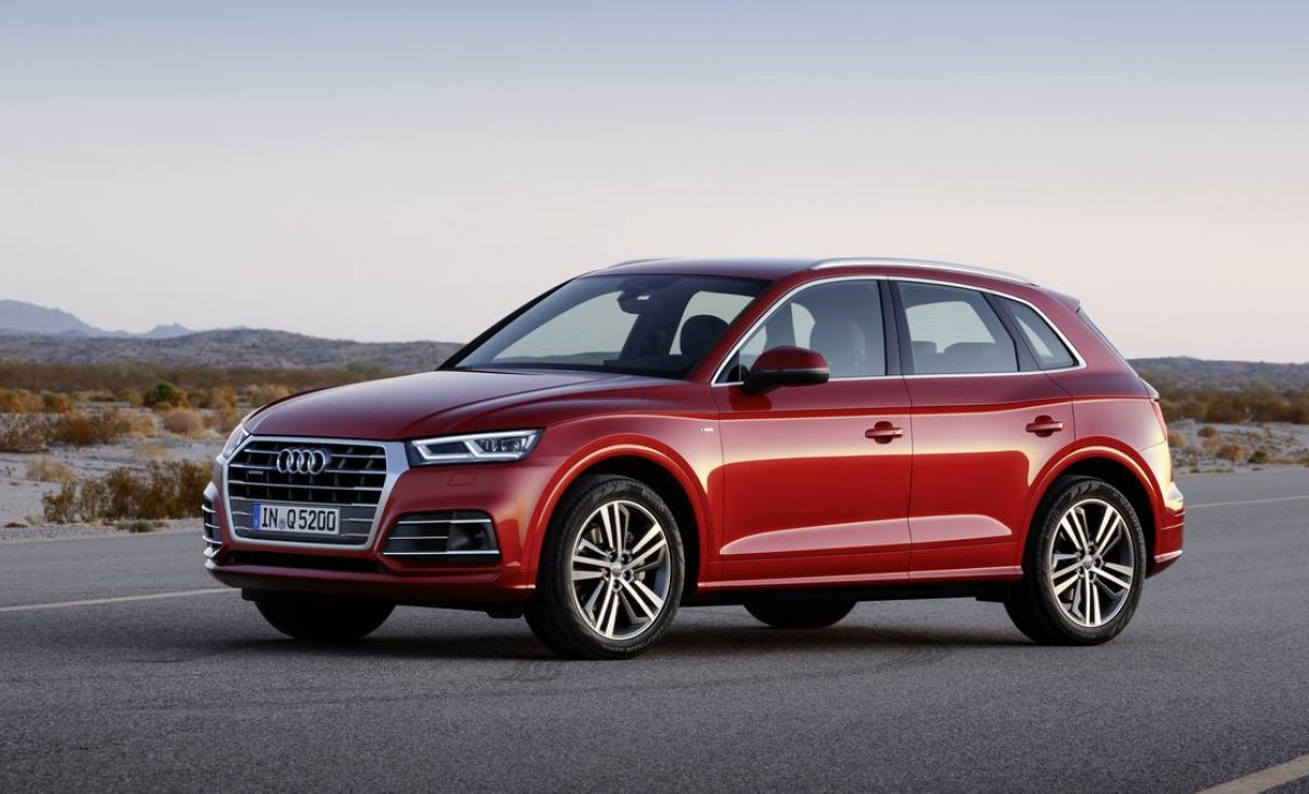 Audi Q5 2018 - car insurance - red color side rear view