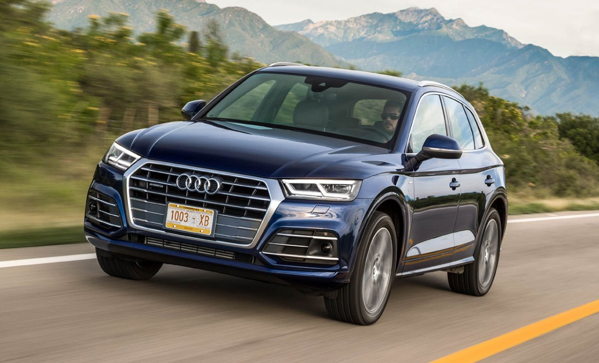 Audi Q5 2018 - car insurance - front view on the road