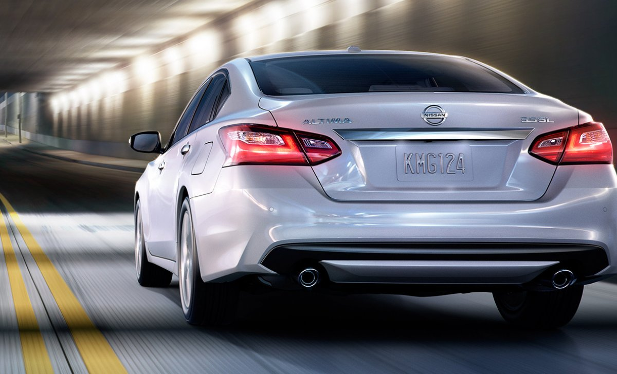 2018-nissan-altima-sedan-rear-exterior-pearl-white-original