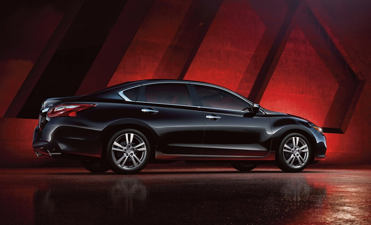 2018-nissan-altima-sedan-side-view-super-back-original