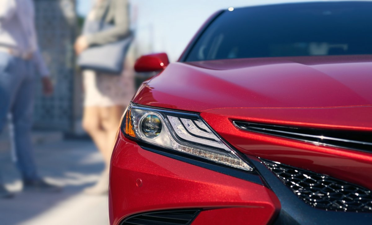 Toyota Camry Hybrid 2018 - car insurance - front view red color
