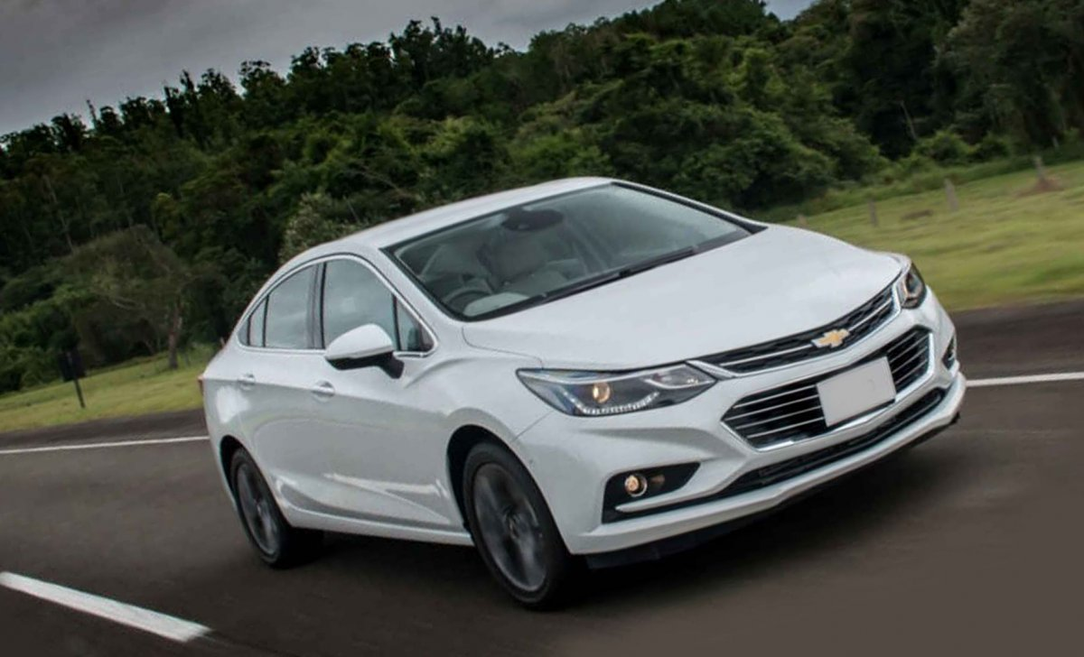 2018 Chevrolet Cruze 2018 - car insurance - white color from front and side view
