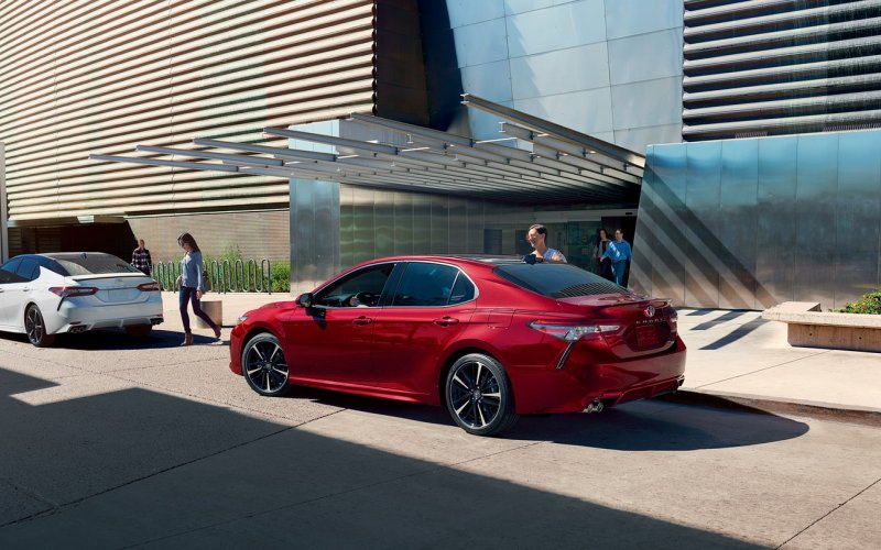Toyota Camry 2018 - red color